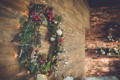 Innenraum mit Weihnachtsbaum Lizenzfreies Stockbild