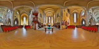 360 Innenraum-Panorama der lutherischen Kathedrale der Heiliger Maria am Altar, Sibiu, Rumänien Stockfotos