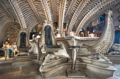 Innenraum von Café Stunde Giger in Gruyeres, die Schweiz Stockfotografie