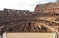 Innenraum von colosseum in Rom, Italien Stockfotos