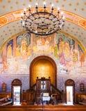 Innenraum von Eglise Sainte-Croix in alter Stadt Carouge, Genf, Schalter Lizenzfreies Stockfoto