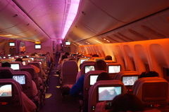 Innenraum von Flugzeugen Boeing-777 nachts Lizenzfreie Stockbilder