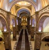 Innenraum von Kathedrale Inmaculada Concepción - Cuenca, Ecuador stockfotografie
