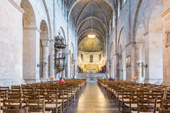 Innenraum von Lund-Kathedrale, in Richtung zur Apsis und zum hohen Altar lizenzfreies stockfoto