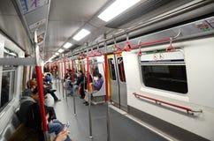 Innenraum von MTR-Zug in Hong Kong Stockfotografie