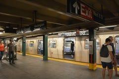 Innenraum von NYC-U-Bahnstation Lizenzfreie Stockfotos