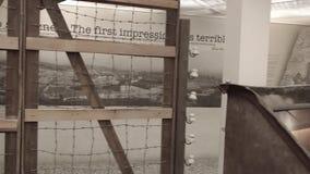 Innenraum von Schindlers Fabrika - Krakau stock video