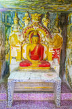 Innenraum von Schrein Vijayantha Prasada von Gadaladeniya Vihara Lizenzfreie Stockbilder