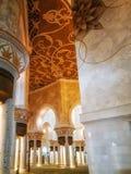 Innenraum von Sheikh Zayed Grand Mosque in Abu Dhabi, das Kapital Stockbilder