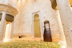 Innenraum von Sheikh Zayed Grand Mosque, Abu Dhabi, Vereinigte Arabische Emirate Stockfotografie
