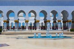 Innenraum von Sheikh Zayed Mosque in Abu Dhabi Stockfotografie