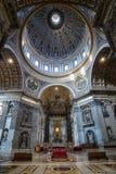 Innenraum von St Peter Basilika Lizenzfreie Stockfotografie