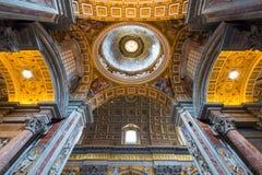 Innenraum von St Peter Basilika in Rom Lizenzfreies Stockbild