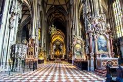 Innenraum von St- Stephen` s Kathedrale in Wien, Österreich stockfotos