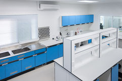 Innenraumarchitektur der Wissenschaft moderne Labor Stockbilder