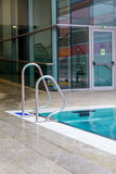 Innenswimmingpool Lizenzfreie Stockfotos
