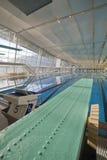 Innenswimmingpool mit Frühlingsvorstand Lizenzfreie Stockfotografie
