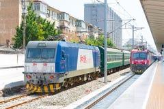 INNER MONGOLIA, CHINA - 12 de agosto de 2015: Ferrocarriles HXD3C de China eléctricos Foto de archivo libre de regalías