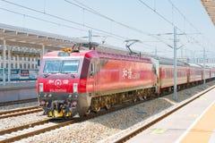 INNER MONGOLIA, CHINA - 12 de agosto de 2015: Ferrocarriles HXD3D de China eléctricos Foto de archivo