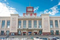 INNER MONGOLIA KINA - Augusti 08 2015: Chifeng järnvägsstation in Arkivbild