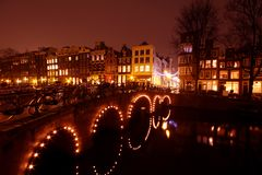 Innercity του Άμστερνταμ τή νύχτα στις Κάτω Χώρες Στοκ Εικόνες