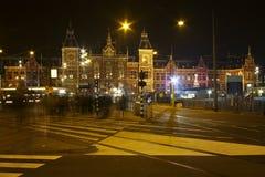 Innercity του Άμστερνταμ τή νύχτα στις Κάτω Χώρες Στοκ φωτογραφία με δικαίωμα ελεύθερης χρήσης