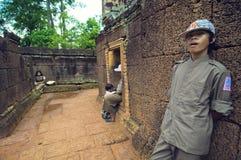 Innere Ansicht von Banteay Srey Wat Lizenzfreie Stockfotos