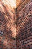 Innere Ecke eines Ziegelsteines des Altbaus Lizenzfreies Stockfoto