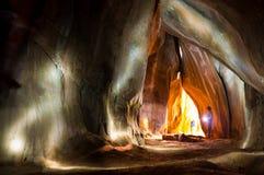 Innere Höhle der abenteuerlichen Forscherglanz-Fackel stockbild