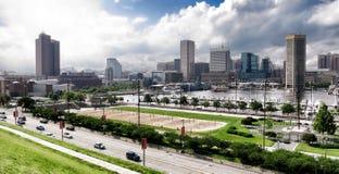 Innere Hafen-Skyline und Park Baltimores Maryland Stockfoto