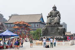 INNERE MONGOLEI, CHINA - 13. August 2015: Statue von Altan Khan (Alata Stockfotos