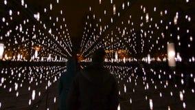 Innere Myriade der hellen Installation der Sterne auf Festival STARO RIGA in Lettland stock footage