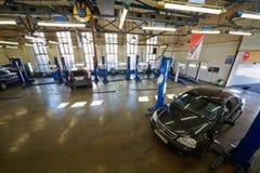 Innere Werkstatt der Tankstelle Avtostandart Lizenzfreies Stockbild