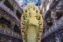 Innerer buddhistischer Tempel in Vietnam Stockbild