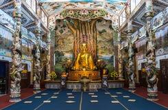 Innerer buddhistischer Tempel in Vietnam Stockfotografie