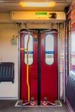 Innerer Eingang NS-Zugs zur Schienenfahrzeugersten klasse stockfotos