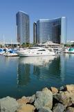Innerer Hafen - Yachten und Glas stockbild