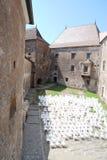 Innerer Hof des mittelalterlichen Schlosses Lizenzfreie Stockbilder