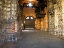 Innerer Hof in einem alten Schloss. Stockfotografie