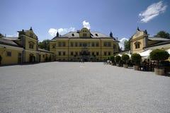 Innerer Hof an Hellbrunn-Palast in Österreich Lizenzfreie Stockbilder