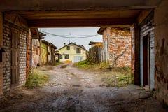 Innerer Hof mit Garagen, Engelsa-Straße in Borovsk lizenzfreie stockfotos