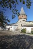 Innerer Hof und Turm von Kamianets-Podilskyi ziehen sich in West-Ukraine zurück Stockbild