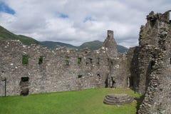 Innerer Hof von Kilchurn-Schloss, von Loch-Ehrfurcht, von Argyll und von hochgebogener Hinterkante, Schottland Lizenzfreies Stockfoto