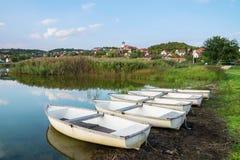 Innerer See in Tihany mit Booten in Ungarn Lizenzfreies Stockbild