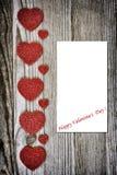 Inneres auf hölzernem Hintergrund Liebes- und Valentinsgrußtageskonzept Stockfotografie