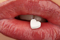 Inneres auf roten Lippen Lizenzfreie Stockfotografie