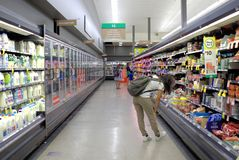 Inneres Bild des Supermarktes Woolworths in Australien stockfoto