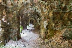 Inneres Fort Tarakanovskiy der Ruinen Stockfotos