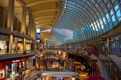 Inneres Luxusmall in Singapur stockfotografie
