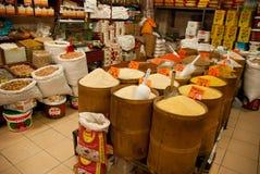 Inneres orientalisches Lebensmittelgeschäft Stockfotografie